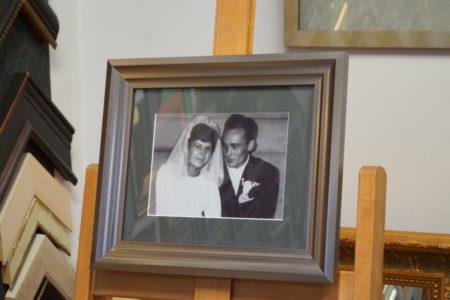 Fotografia, upamiętniająca zawarcie związku małżeńskiego.